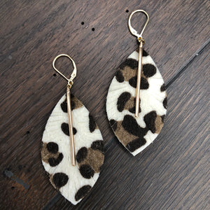 Leather leaf, bar leopard earring - gold
