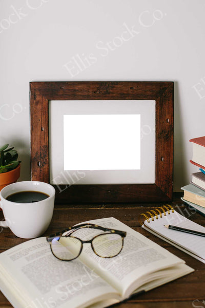 Neutral Frame Mockup 16