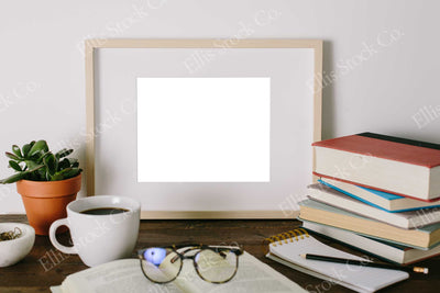 Neutral Frame Mockup 17