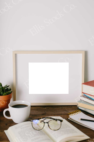 Neutral Frame Mockup 18