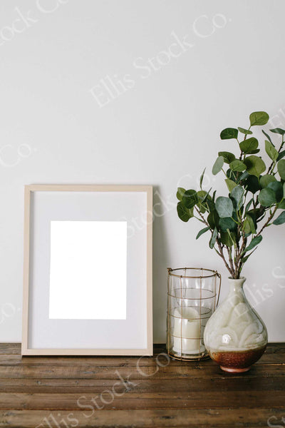 Neutral Frame Mockup 06