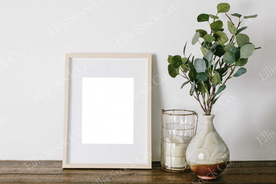 Neutral Frame Mockup 07