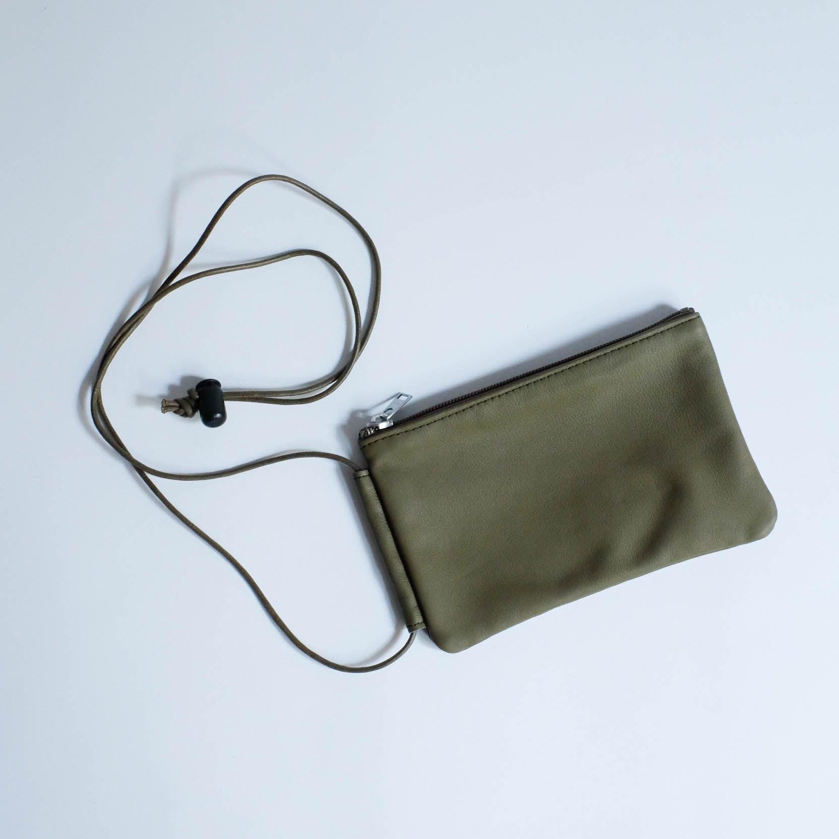ERA. LEATHER POUCH OLIVE