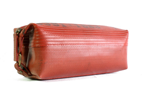 Wash Bag (medium / Red) by Elvis & Kresse