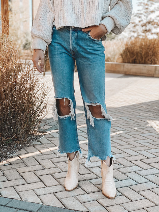 MAGGIE MID-RISE STRAIGHT LEG JEAN - LIGHT STONE WASH