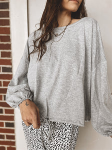 HEAD IN THE CLOUDS PULLOVER - GREY