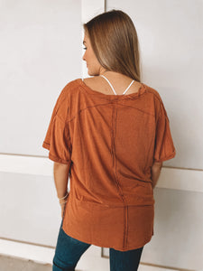 EASY BREEZY TEE - RUST