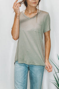 BASIC POCKET TEE - OLIVE