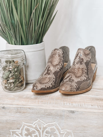 CHINESE LAUNDRY FINN BOOTIE - NATURAL SNAKE