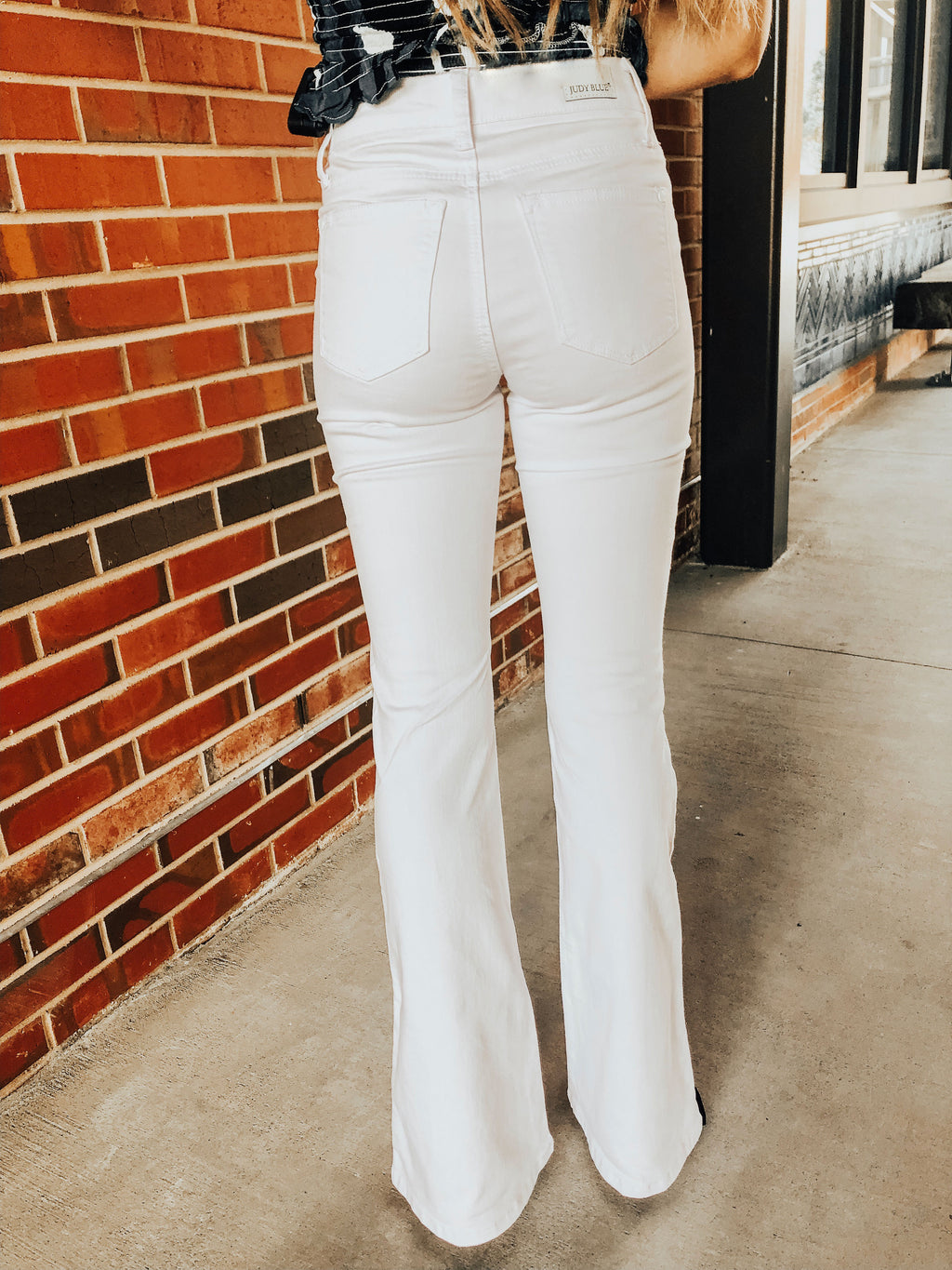 JUDY BLUE - WHITE FLARES - MID RISE