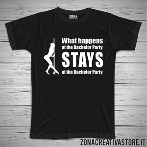 T-shirt addio al celibato e nubilato WHAT HAPPENS AT THE BACHELOR PARTY STAYS AT THE BACHELOR PARTY