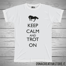 Carica l'immagine nel visualizzatore di Gallery, T-shirt KEEP CALM AND TROT ON