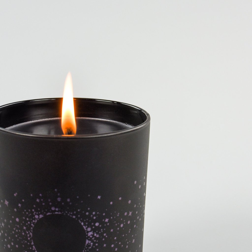 Black Violet Oud Cold Moon Candle