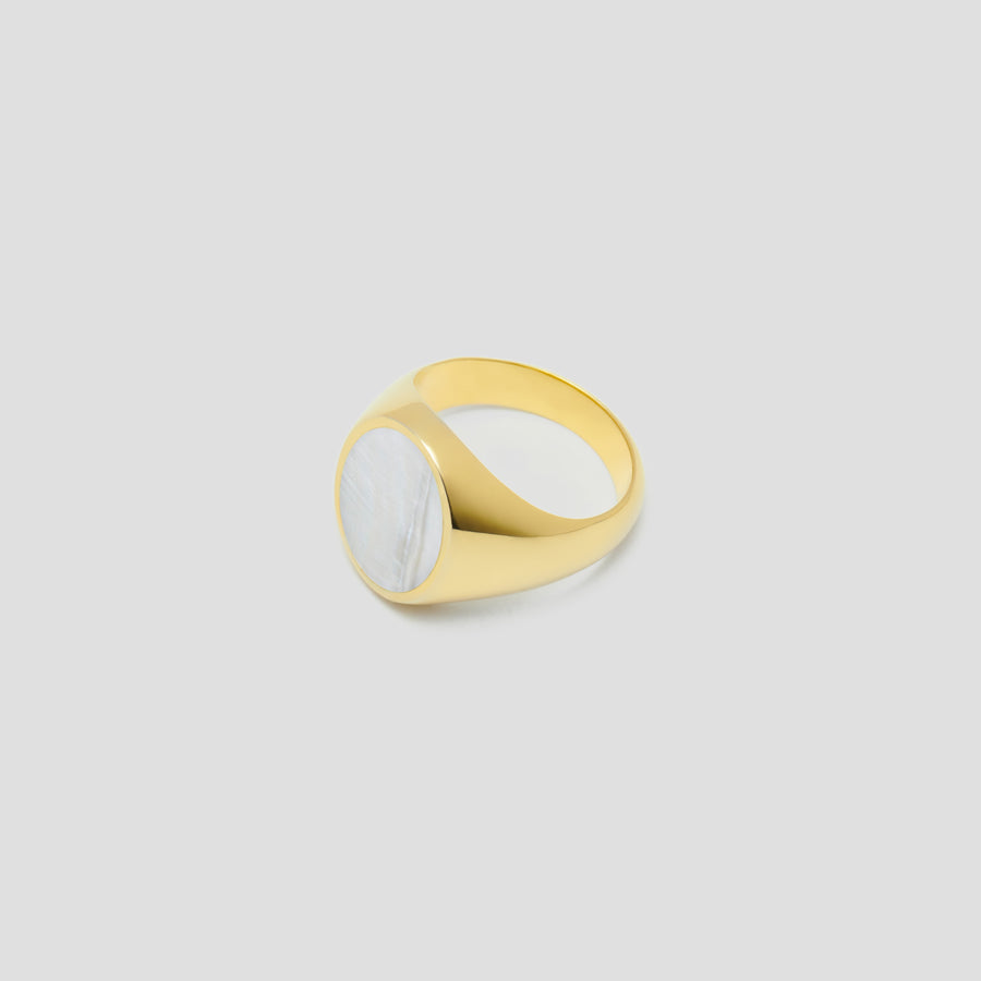 Oval in 14k  Yellow Gold with Mother Pearl