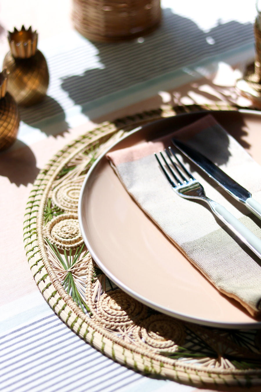 Woven Swirl Palm Placemat, Natural x Sage