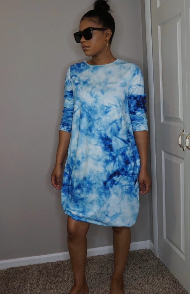 blue tie dye long sleeve oversized dress mina monroe black square oversized sunglasses