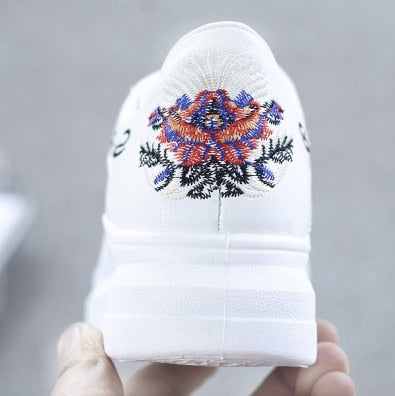 Fashion Embroidered Breathable Hollow Lace-Up Women Sneakers
