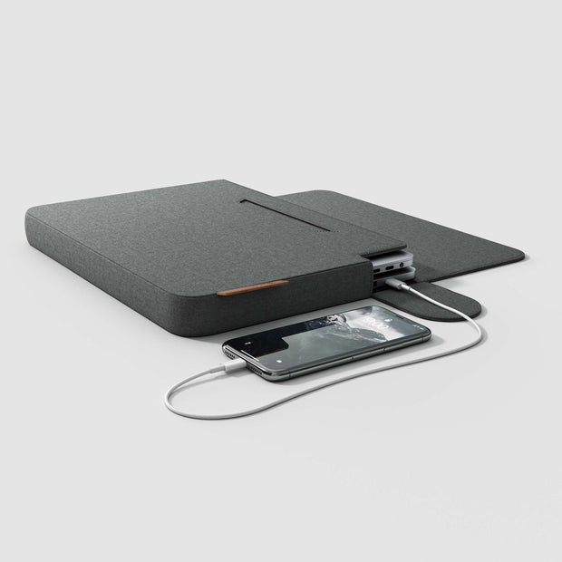 line sleeve with linedock and MacBook charging