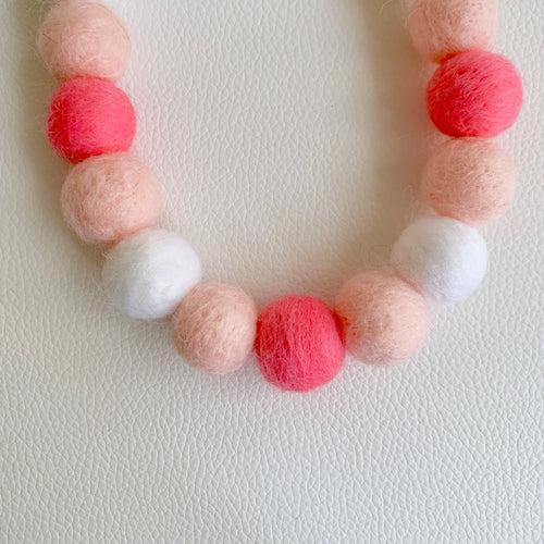 COTTON CANDY POMPOM NECKLACE - STRAWBERRY YOGURT