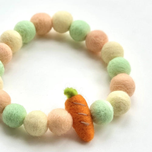 CARROT CAKE POMPOM NECKLACE
