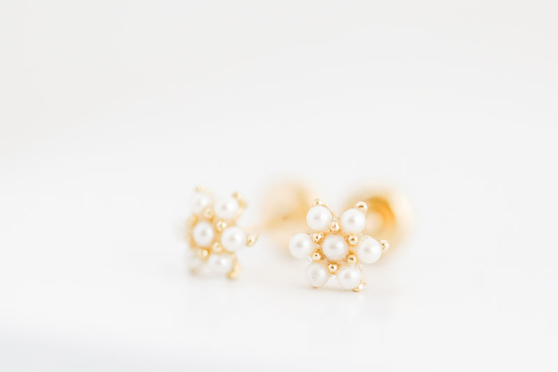 18Kt Yellow Gold Little Pearls Flower
