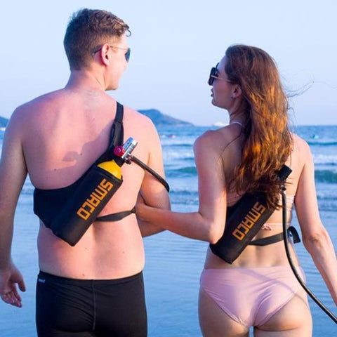 Mini scuba-dive-cylinder-couple-on-the-beach-gift-feed