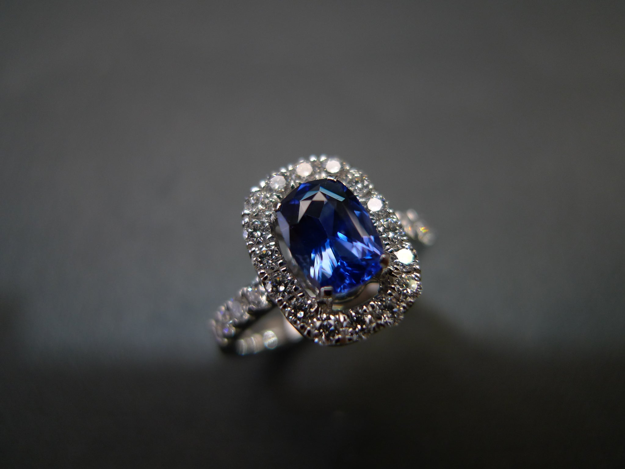 Cushion Cut Blue Sapphire & Diamond Ring in 18K White Gold - HN JEWELRY