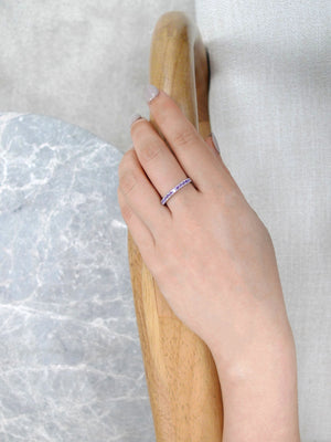 purple_amethyst_wedding_ring_white_gold_model_hand
