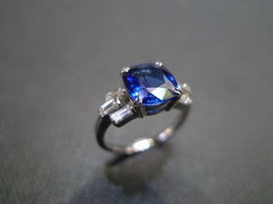 Cushion Cut Blue Sapphire & Baguette Diamond Ring - HN JEWELRY