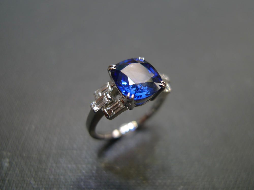 cushion_cut_blue_sapphire_bagguate_diamond_engagement_ring