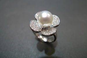 south_sea_round_pearl_diamond_floral_ring_white_gold