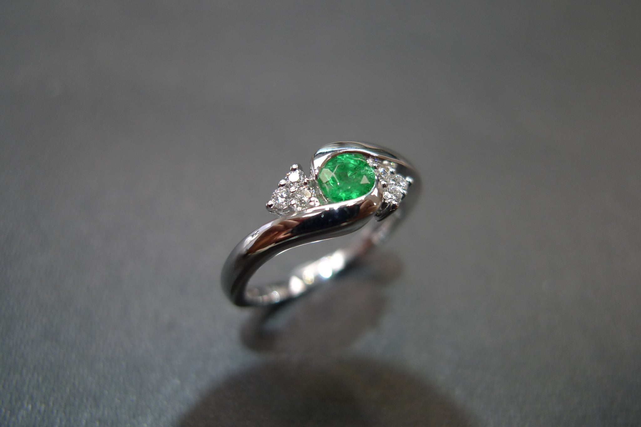 Emerald & Diamond Twist Ring in 14K White Gold - HN JEWELRY