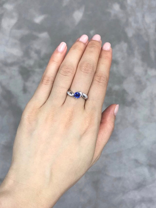 Vintage Style Blue Sapphire and Diamond Tension Ring - HN JEWELRY