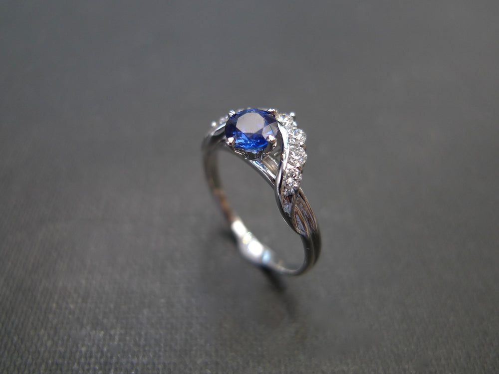 blue_sapphire_diamond_ring_white_gold