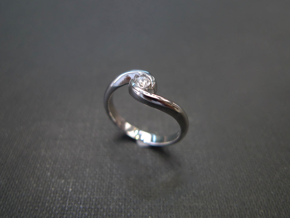 Solitaire Diamond Twist Ring in 18K White Gold - HN JEWELRY