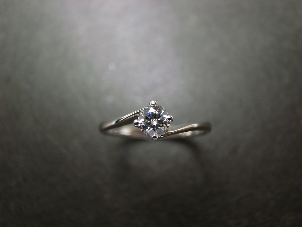 0.25ct F/VS2 Ideal Cut Solitaire Diamond Twist Engagement Ring