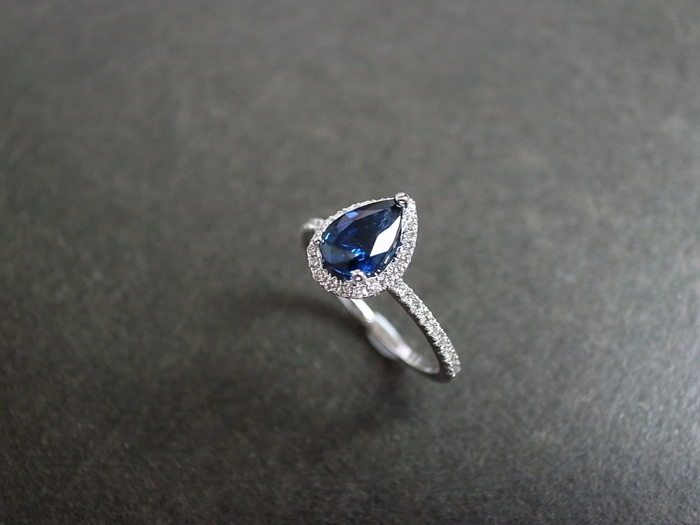 pear_shape_blue_sapphire_engagement_ring_white_gold