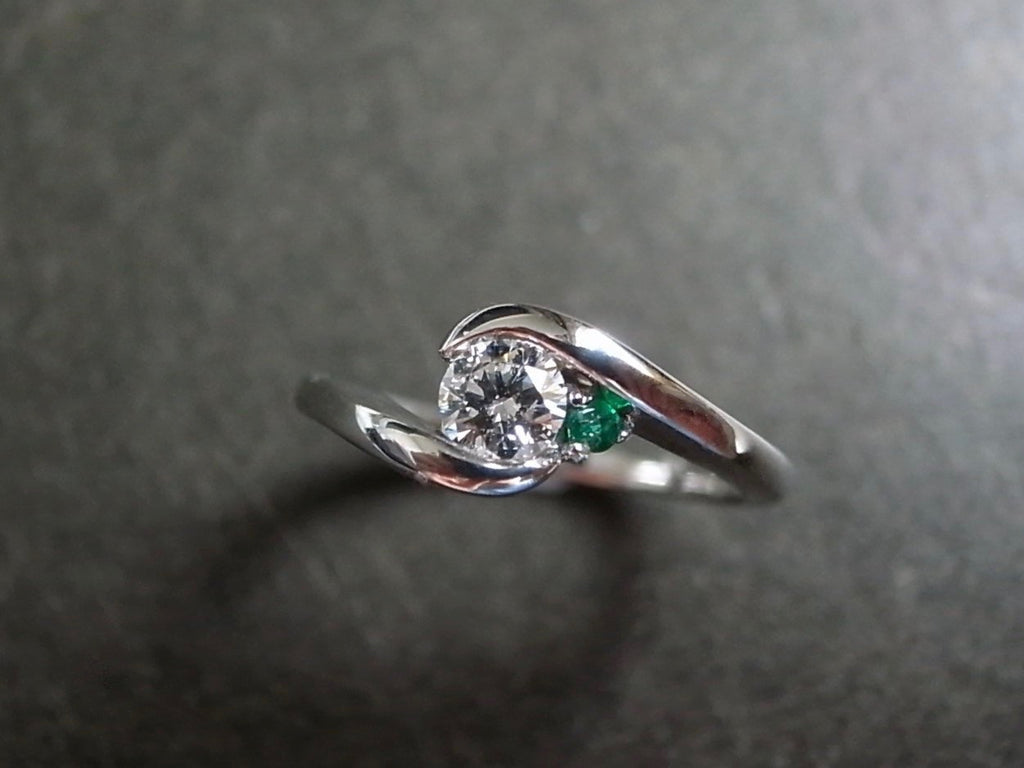 0.25ct Diamond and Emerald Ring