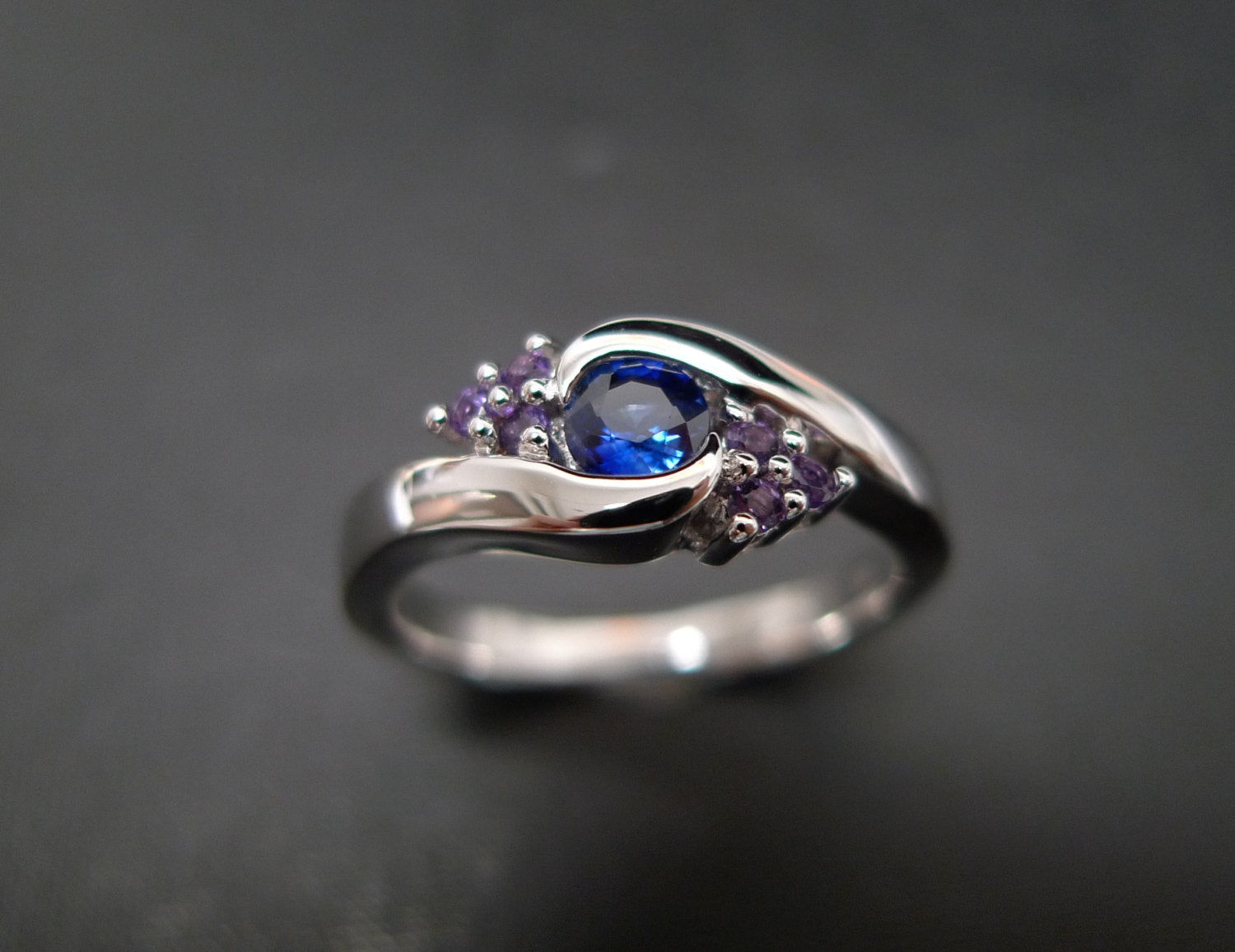 Blue Sapphire and Amethyst Twist Ring in 18K White Gold - HN JEWELRY