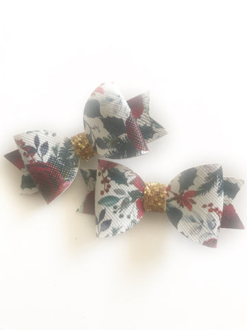 Mistletoe Blooms Piggy Clips