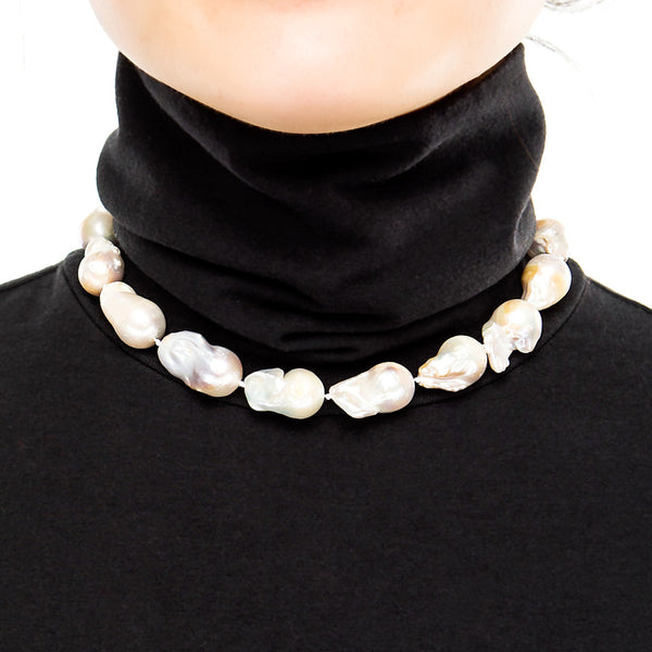Short Baroque Pearl Necklace