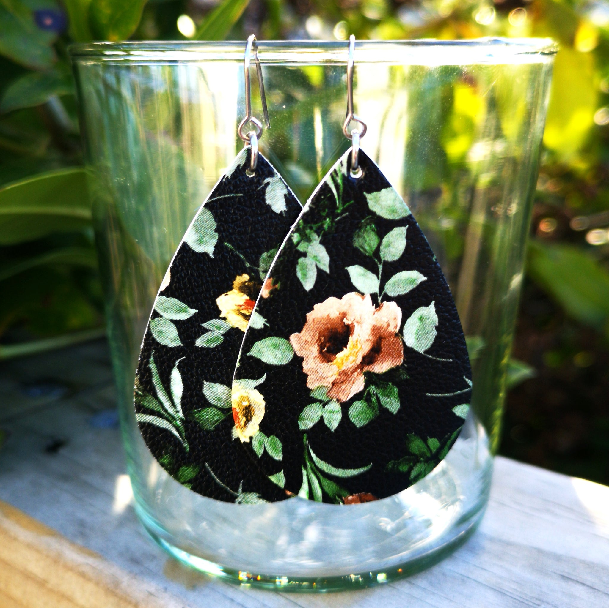Teardrop - Black with Brown Floral