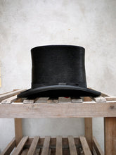 Load image into Gallery viewer, Polished Tall Top Hat (Black)