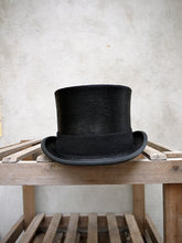 Load image into Gallery viewer, Polished Top Hat (Black)