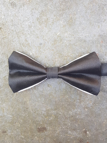 Silk Contrasting Bow Tie (Black-White)