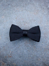 Load image into Gallery viewer, Silk Knit Bow Tie (Black)