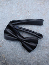 Load image into Gallery viewer, Formal Silk Bow Tie (Black)