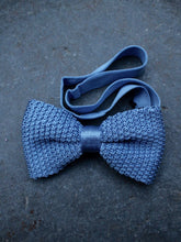 Load image into Gallery viewer, Silk Knit Bow Tie (Pale Blue)