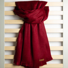 Load image into Gallery viewer, Alpaca scarf - Cranberry