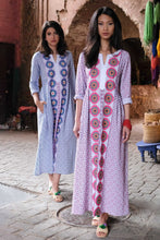 Laden Sie das Bild in den Galerie-Viewer, Tigers Eye Kaftan -blau rosa- Nimo with Love: Baumwoll Kaftan, Borten, Ärmel, Schlitze